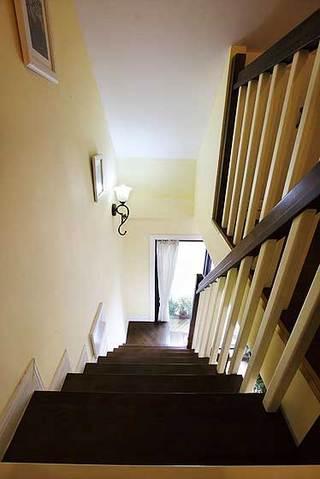 美式风格复式温馨黄色100平米楼梯设计