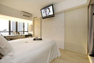现代简约风格公寓厨房推拉门装修效果图