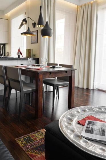 中式风格奢华餐桌图片