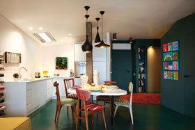 时髦颜色和明艳灯光的完美结合 65平方米多彩小户公寓