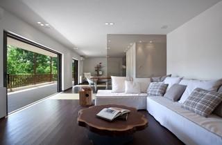 现代简约风格复式舒适客厅艺术玻璃背景墙装修效果图