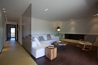 现代简约风格复式舒适小客厅艺术玻璃背景墙装修效果图