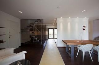 现代简约风格复式舒适餐厅艺术玻璃背景墙效果图
