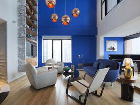 蓝色主题复式阁楼公寓