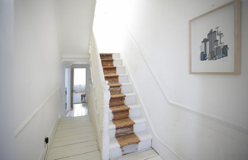 简约风格白领公寓梦幻白色旋转楼梯设计