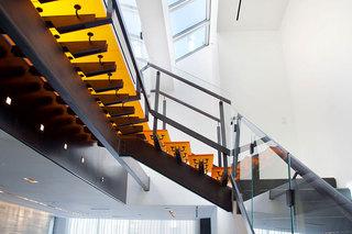 简约风格公寓温馨咖啡色豪华型140平米以上楼梯设计图