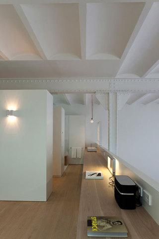 loft风格公寓白色装修图片