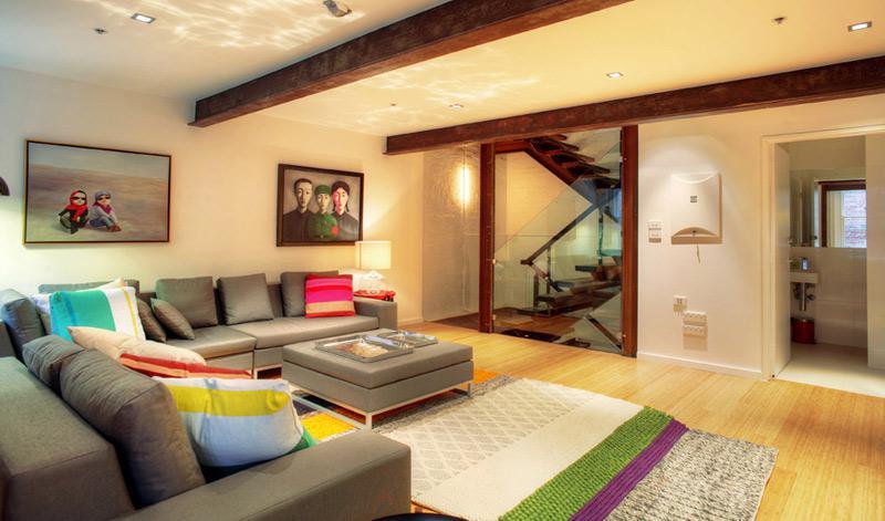 现代简约风格别墅稳重原木色沙发效果图