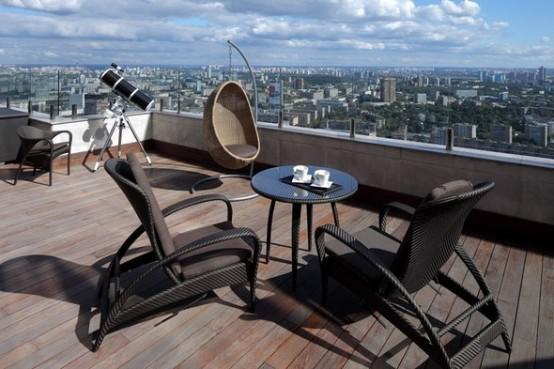 现代简约风格公寓温馨阳台护栏椅子图片