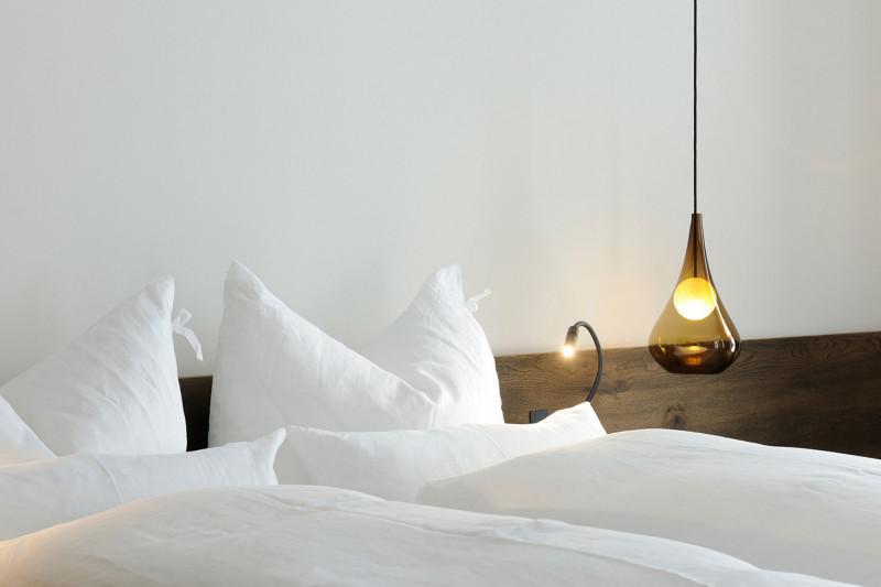现代简约风格舒适卧室灯效果图