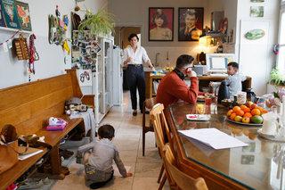 随意的一家四口之家 活像儿童成长乐园