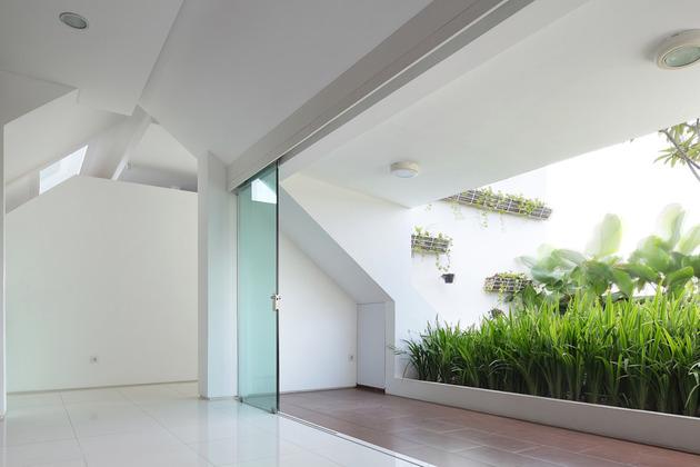 生活工作两用的居室布置 玻璃门分割空间