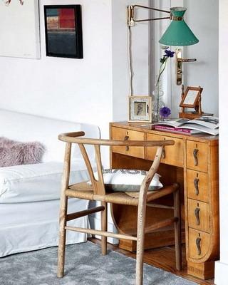 油漆斑驳的实木办公桌 迷人的复古soho