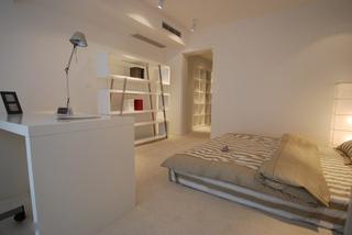 卧室兼书房空间设计 白色优雅灵动家居