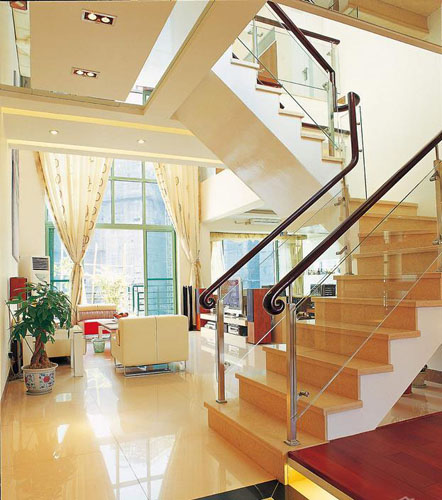 暖色调别墅楼梯设计