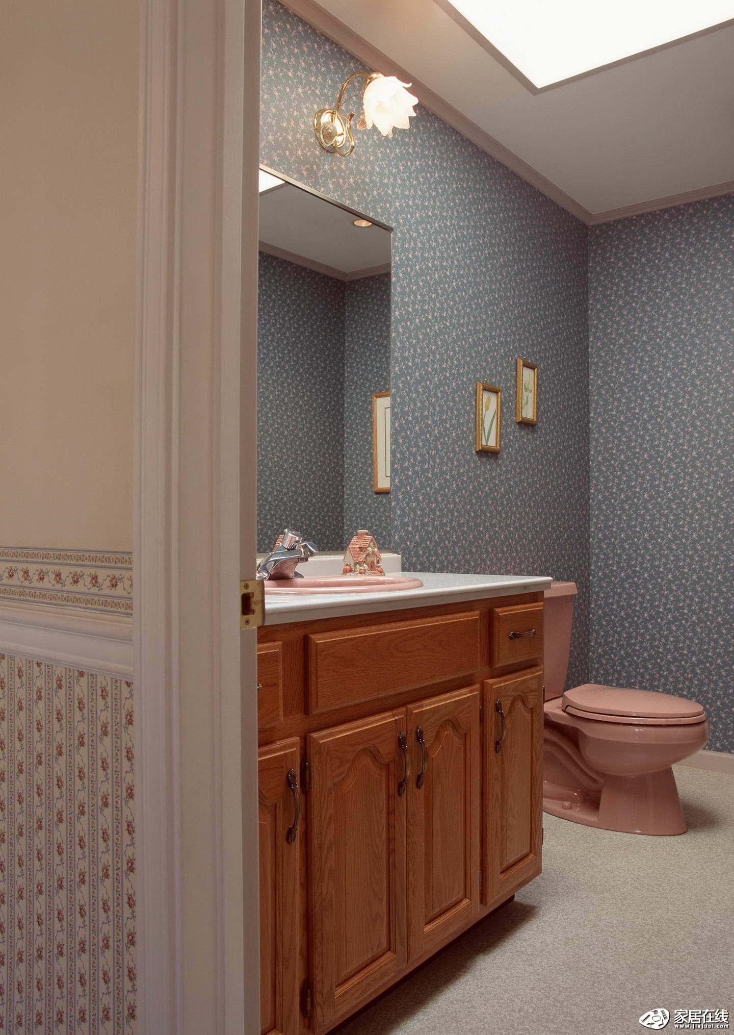 紫色欧式风格卫生间