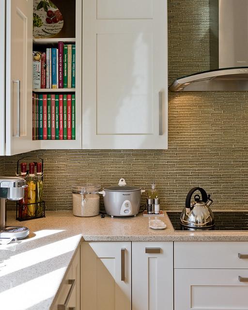 现代简约风格卧室公寓简单实用橱柜图片