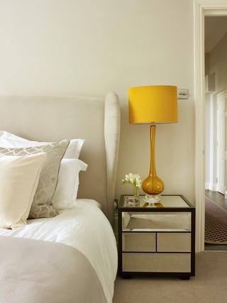 现代欧式风格公寓浪漫婚房布置床头柜效果图