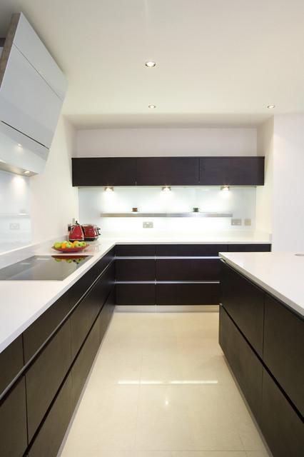 现代简约风格卧室3层别墅简单实用橱柜图片