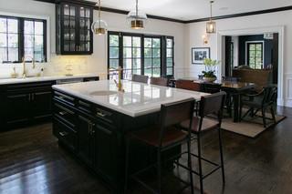 现代简约风格餐厅小型公寓温馨卧室实木圆餐桌图片