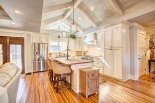 现代简约风格厨房2013年别墅浪漫婚房布置实木圆餐桌图片