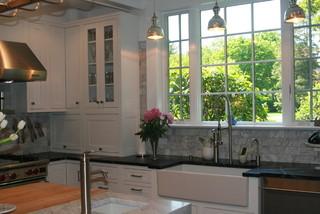 美式风格小型公寓简单温馨卧室窗户效果图