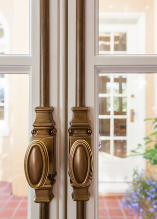 现代简约风格卧室酒店式公寓唯美装修木门效果图