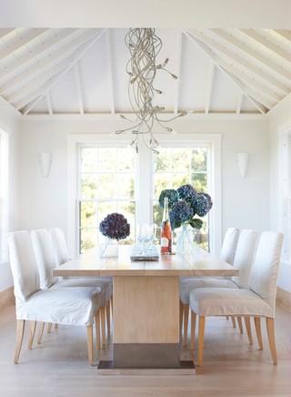 现代简约风格餐厅小型公寓简单温馨餐桌图片