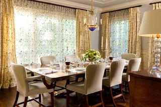 新古典风格一层半小别墅奢华家具圆形餐桌效果图