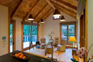 美式乡村风格10平米卧室实木圆餐桌图片