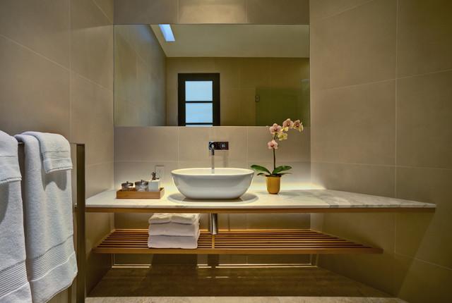 现代简约风格卫生间一层半小别墅温馨装饰一体式台盆图片