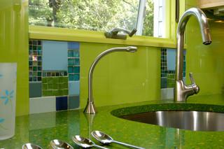 现代简约风格阳台实用6平方厨房一体式台盆效果图