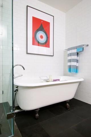 现代简约风格客厅三层双拼别墅艺术家具带浴缸的卫生间图片