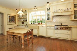 欧式田园风格2层别墅原木色开放式厨房餐厅装修效果图