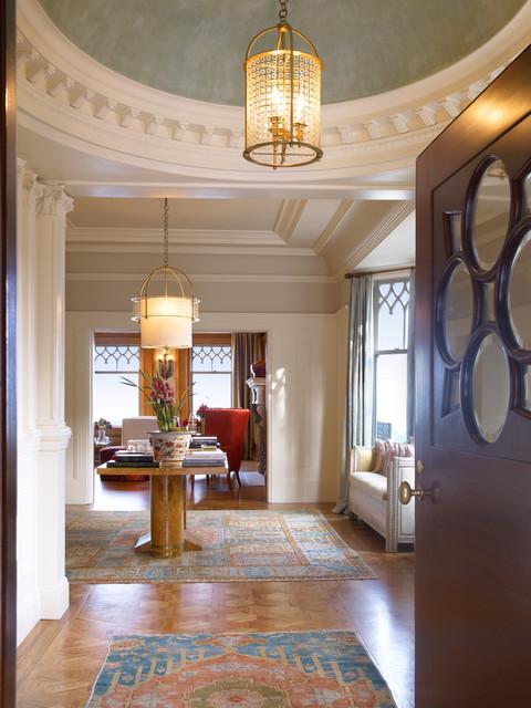 现代欧式风格一层半小别墅浪漫婚房布置过道吊顶装修效果图图片