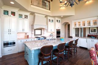 地中海风格室内三层半别墅现代奢华大理石餐桌图片