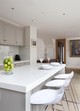 欧式风格客厅3层别墅客厅简洁厨房餐厅一体效果图