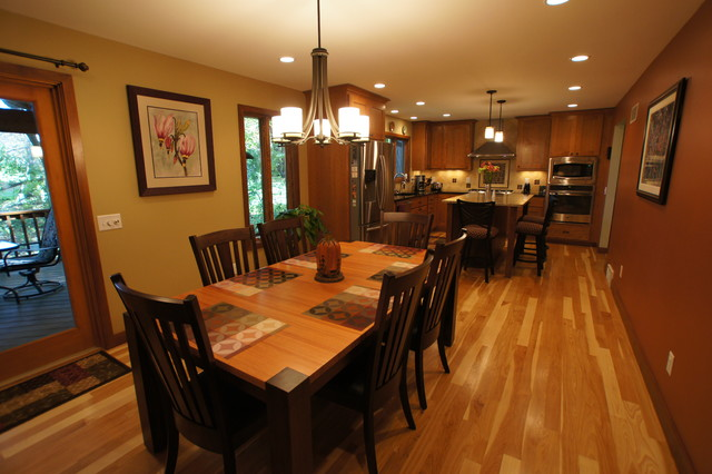 美式风格卧室2014年别墅简单温馨实木圆餐桌图片