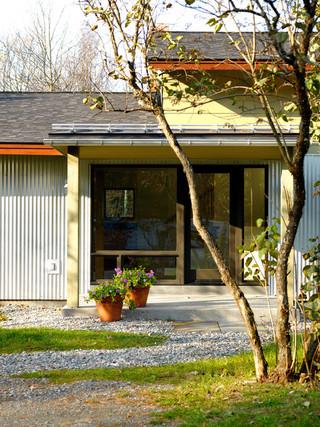 现代简约风格三层连体别墅梦幻家具暖色调装修图片