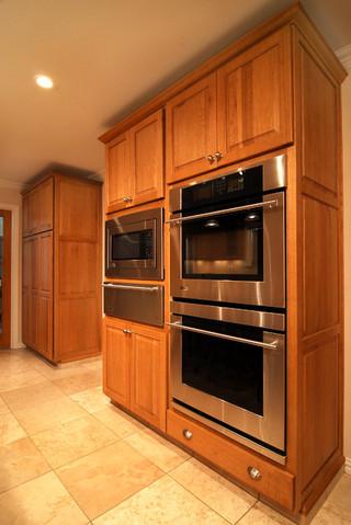 昏黄的暖色 庞大的德州厨房
