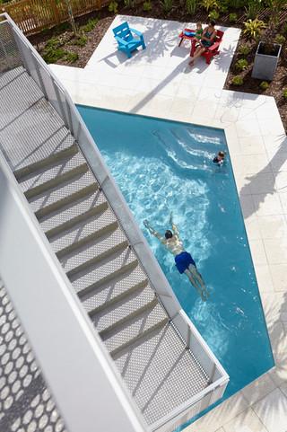 现代简约风格客厅三层平顶别墅别墅游泳池效果图