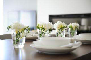 欧式风格大方简洁客厅富裕型沙发茶几效果图