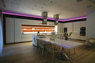 地中海风格三层小别墅浪漫婚房布置客厅和餐厅的效果图