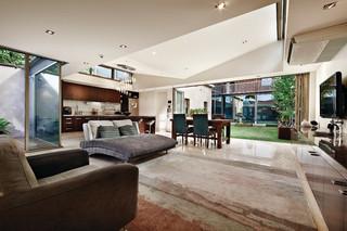 地中海风格家具三层双拼别墅浪漫婚房布置卧室地毯全铺图片