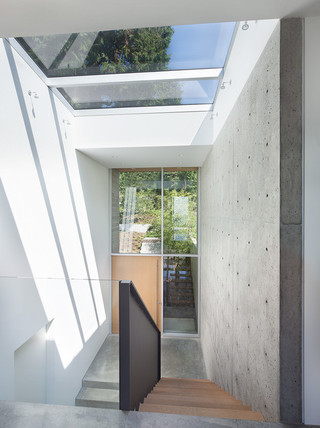 简约风格电视背景墙三层双拼别墅现代时尚家装楼梯装修效果图
