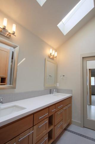 美式风格小型公寓舒适实木浴室柜效果图