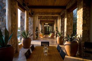 现代欧式风格三层双拼别墅中式古典红木餐桌图片