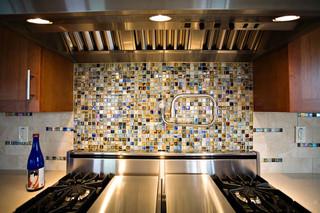 现代loft风格三层小别墅另类卧室大理石背景墙装修图片