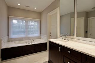 房间欧式风格三层双拼别墅唯美嵌入式浴缸效果图