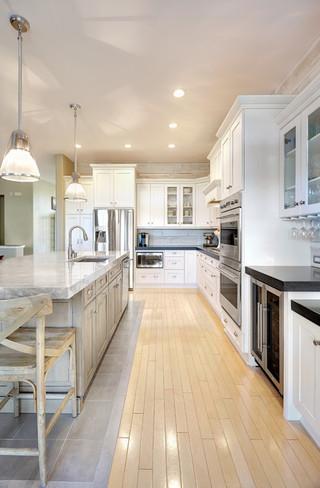 现代简约风格三层平顶别墅实用卧室木地板专卖店图片